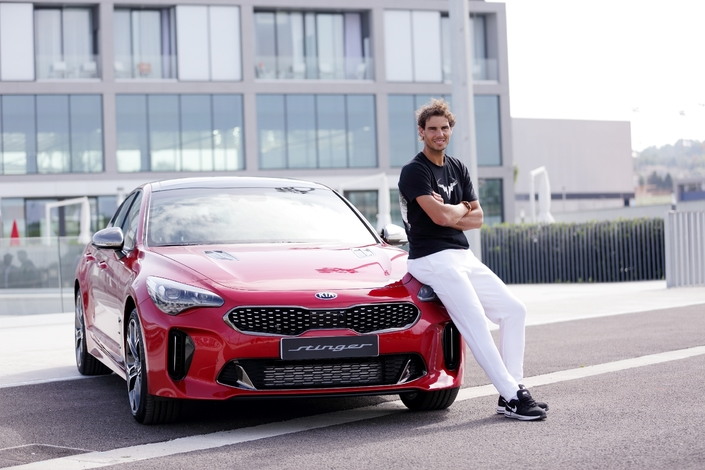 Rafael Nadal roule en Kia Stinger