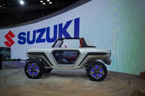Sa silhouette quasi-symétrique fait du petit Suzuki un engin à part.