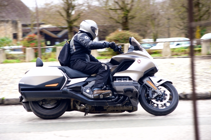 Les essais de presse de la Goldwing 2018 - Page 9 S1-essai-honda-goldwing-1800-mod-2019-lifting-de-star-578379