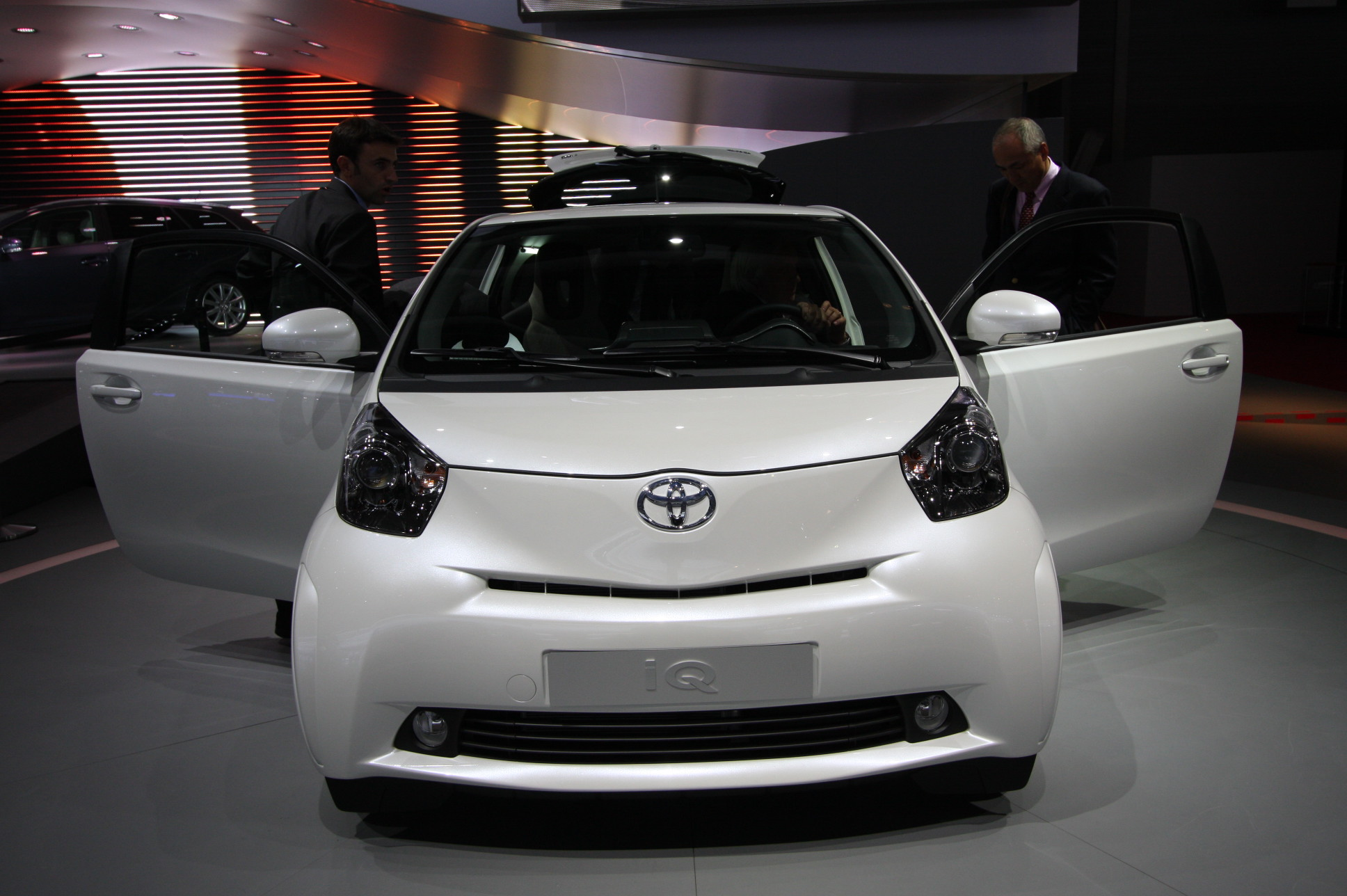 direct mondial de paris 2008 toyota iq tr s ch re petite. Black Bedroom Furniture Sets. Home Design Ideas