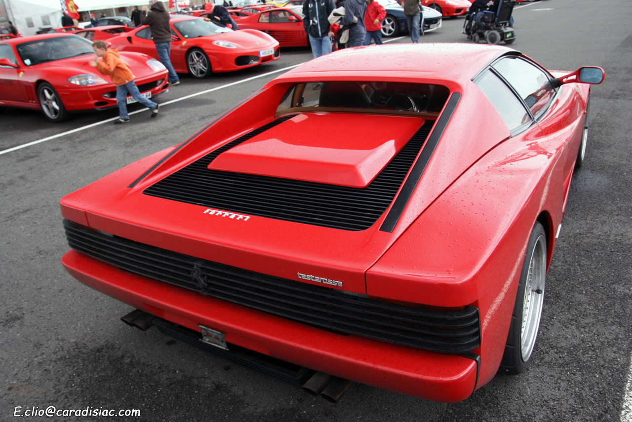 http://images.caradisiac.com/images/3/8/1/2/33812/S0-Photos-du-jour-Ferrari-testarossa-137102.jpg