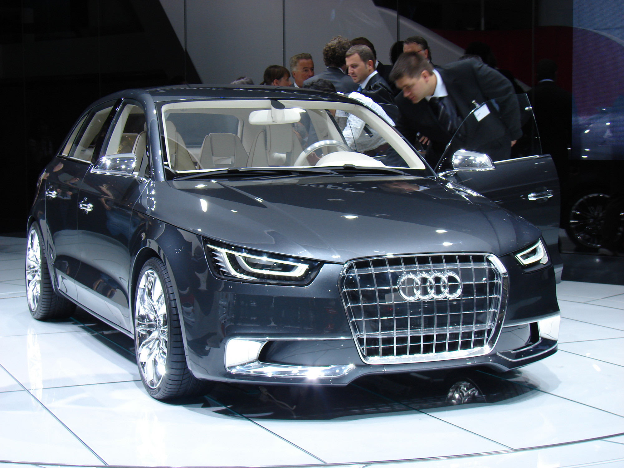 audi a1 sportback concept en direct du mondial. Black Bedroom Furniture Sets. Home Design Ideas