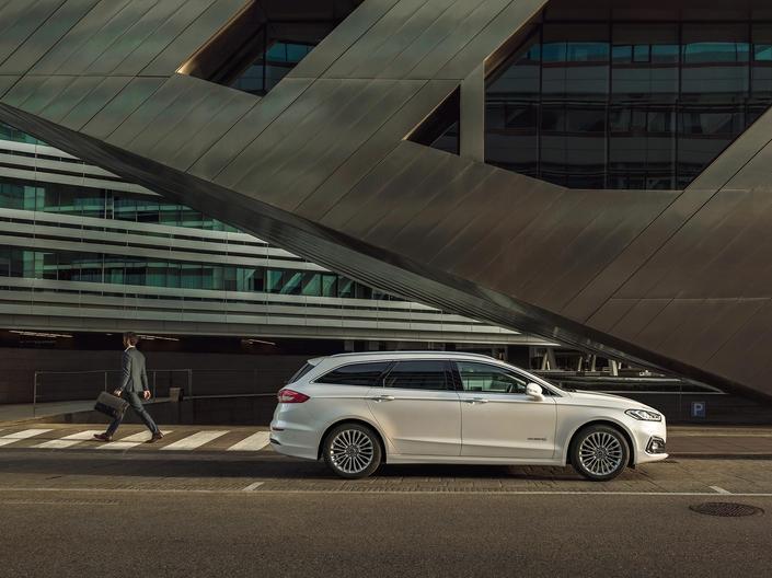 Ford dévoile la Mondeo restylée, avec l'arrivée de l'hybride sur le break