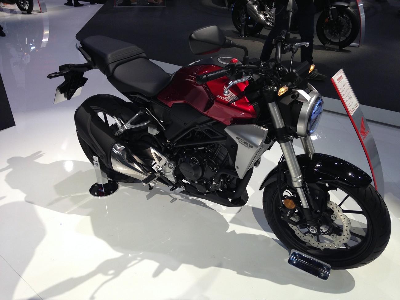 Salon de milan 2017 en direct honda cb 300 r for Salon de milan moto 2018