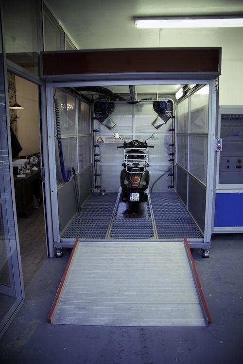 wash wash nouvelle station de lavage d di e aux deux roues paris. Black Bedroom Furniture Sets. Home Design Ideas