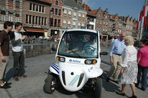 La police de Tournai patrouille en GEM e2 électriques !