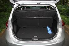 Le coffre cube 440 litres. C'est une excellente valeur dans la catégorie.