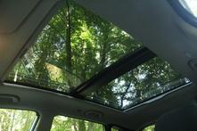 Le toit ouvrant panoramique est de série à partir du 3e niveau de finition Creative.