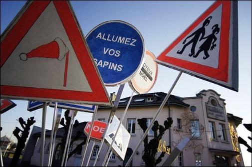 Doubs : panneaux de signalisation détournés pour Noël