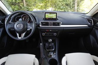 A l'intérieur de la Mazda 3 2.2 SkyActiv-D 150 ch