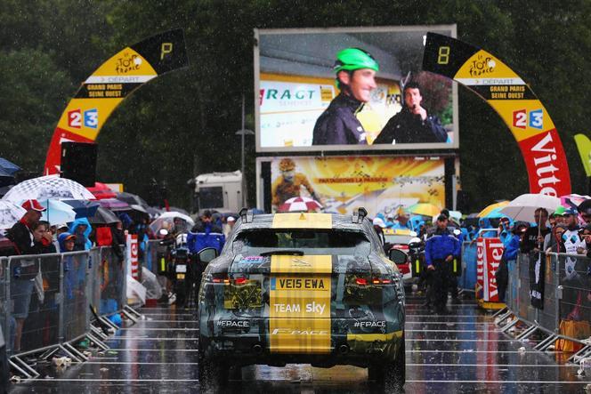 Jaguar : le SUV F-Pace en jaune pour le vainqueur du Tour de France Chris Froome