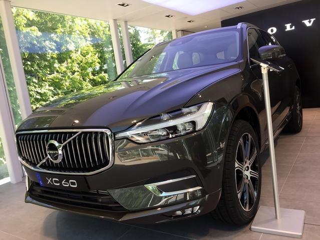 Le XC60 de première génération s'est écoulé à plus d'un million d'exemplaires entre 2008 et 2017. Le succès de son remplaçant apparaît crucial pour Volvo, qui vise la barre des 800 000 voitures chaque année vendues à l'horizon 2020, contre 534 000 en 2016.