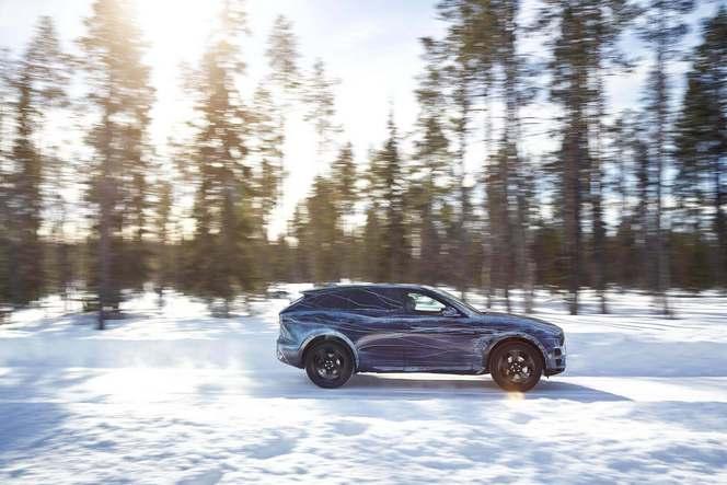 Le futur Jaguar F-Pace s'attaque en vidéo au désert et au froid extrême