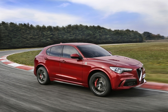 alfa romeo stelvio le quadrifoglio en vente 91 400. Black Bedroom Furniture Sets. Home Design Ideas