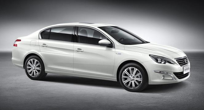 """Voici la nouvelle Peugeot 408 et son logo """"délocalisé"""""""