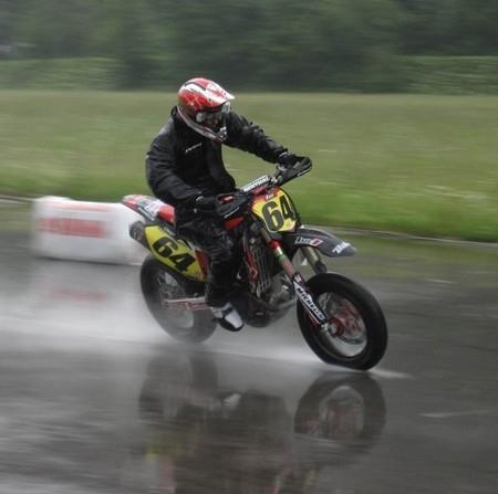 Championnat suisse de supermotard : roulons sous la pluie… Sylvain Bidart limite la casse et reste au contact pour le titre…