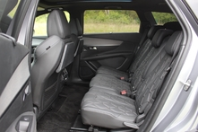 Les 3 sièges arrière indépendants sont vastes et confortables.