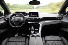 le cockpit est moderne et ergonomique.