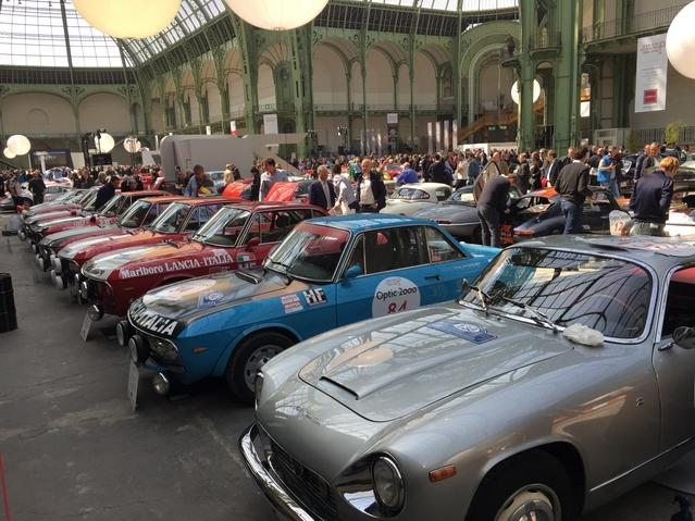 De nombreuses voitures italiennes garnissent le plateau, et notamment de pétaradantes Lancia Fulvia.