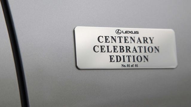 Lexus : un client centenaire et fidèle se voit offrir un modèle unique