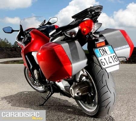 Metzeler Roadtec Z8 Interact™, un pneu sport/ touring.