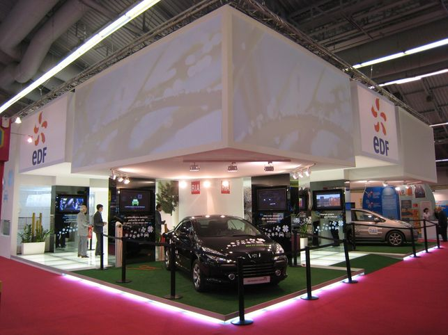 Stand EDF : Peugeot 307 CC Electrique et Toyota Prius plug-in hybride