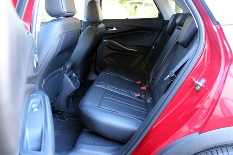 Comparatif vidéo - Opel Grandland X vs Seat Ateca : à l'ombre des stars