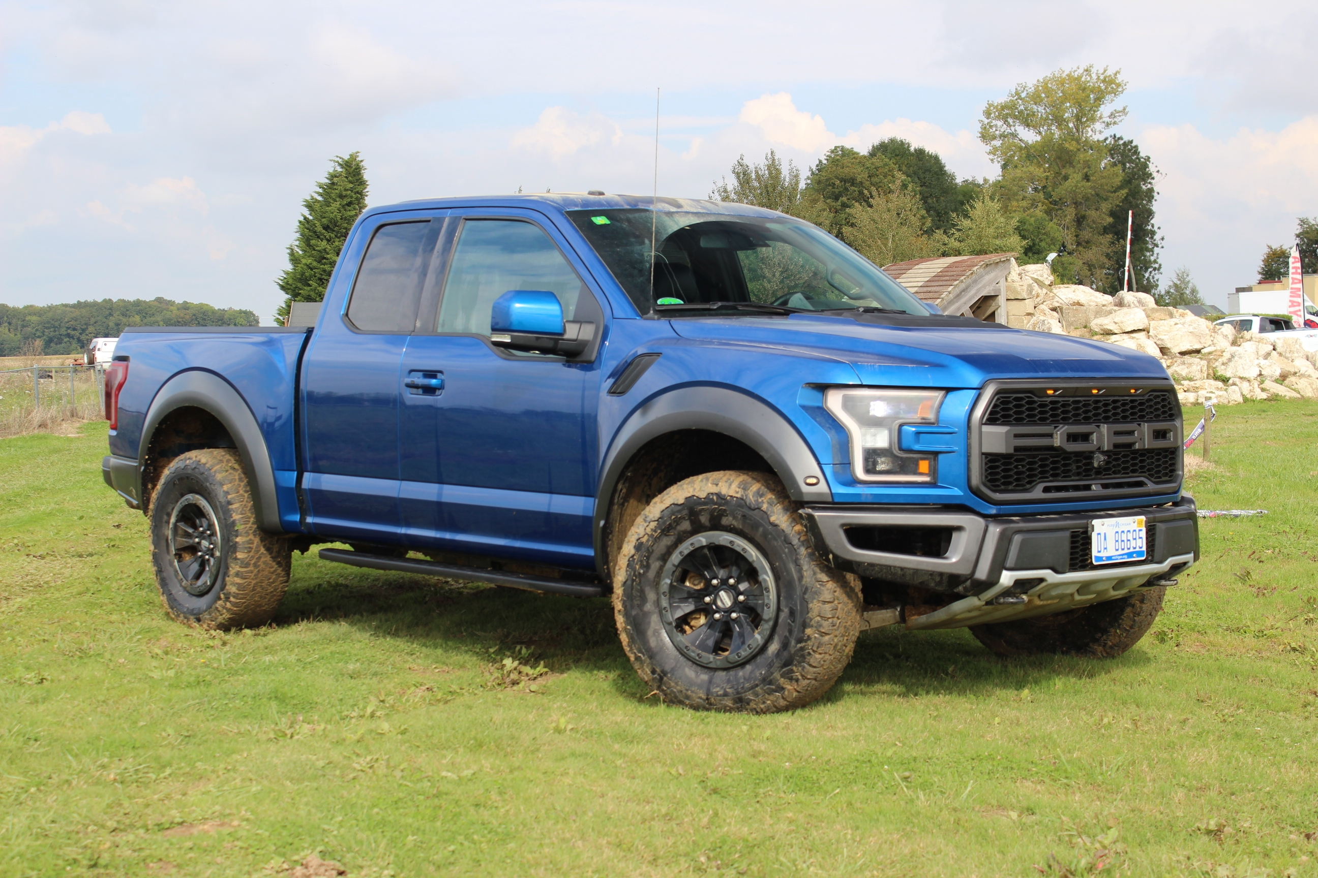 prise en mains vid o ford f 150 raptor a c 39 est l 39 am rique. Black Bedroom Furniture Sets. Home Design Ideas