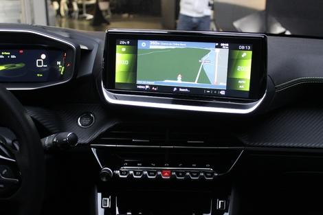 L'écran 10,3 pouces est de série avec la navigation sur les niveaux Allure, GT-Line et GT.