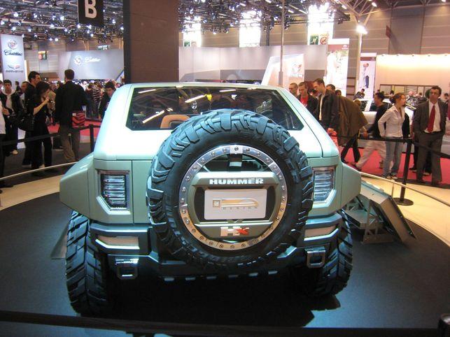 Gros plan sur le HUMMER HX Concept au biocarburant