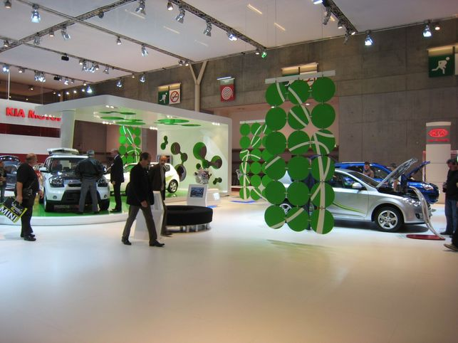 Stand Kia : Cee'd ISG, Cee'd Hybrid et Sportage FCEV