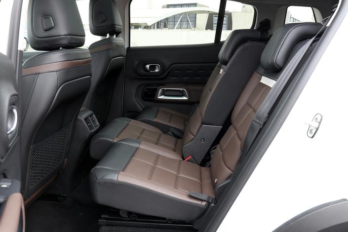 Le C5 Aircross est le seul à posséder des sièges arrière individuels et coulissants.