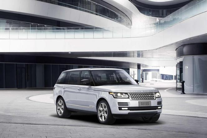 Salon de Pékin : le Range Rover hybride en version longue