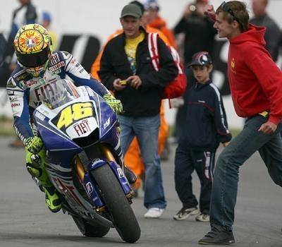 Moto GP - Grande Bretagne: Rossi revient sur l'envahissement de la piste
