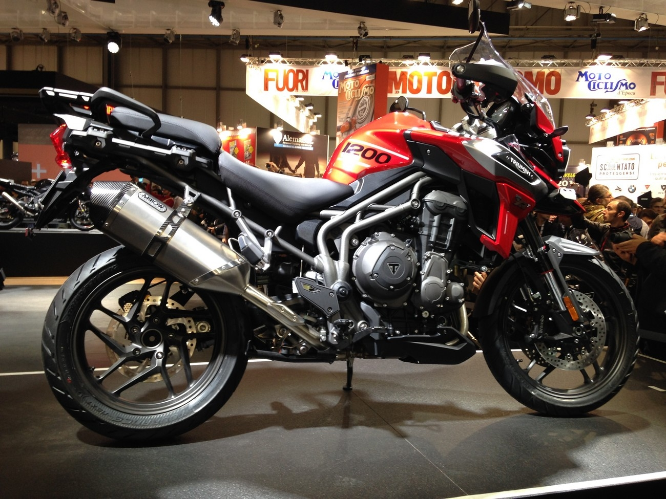 salon de milan 2017 en direct triumph tiger 1200 xc et xr