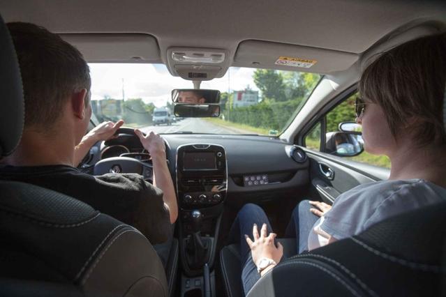 Pour les inspecteurs du permis de conduire, les auto-écoles par Internet assurent des formations comme les autres.