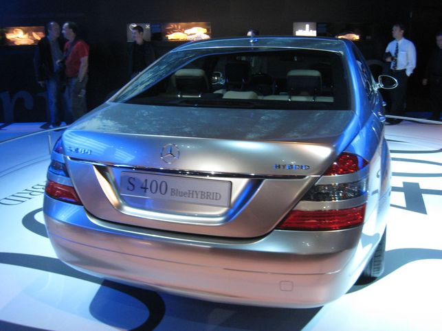La Mercedes S 400 BlueHYBRID, la classe hybride !