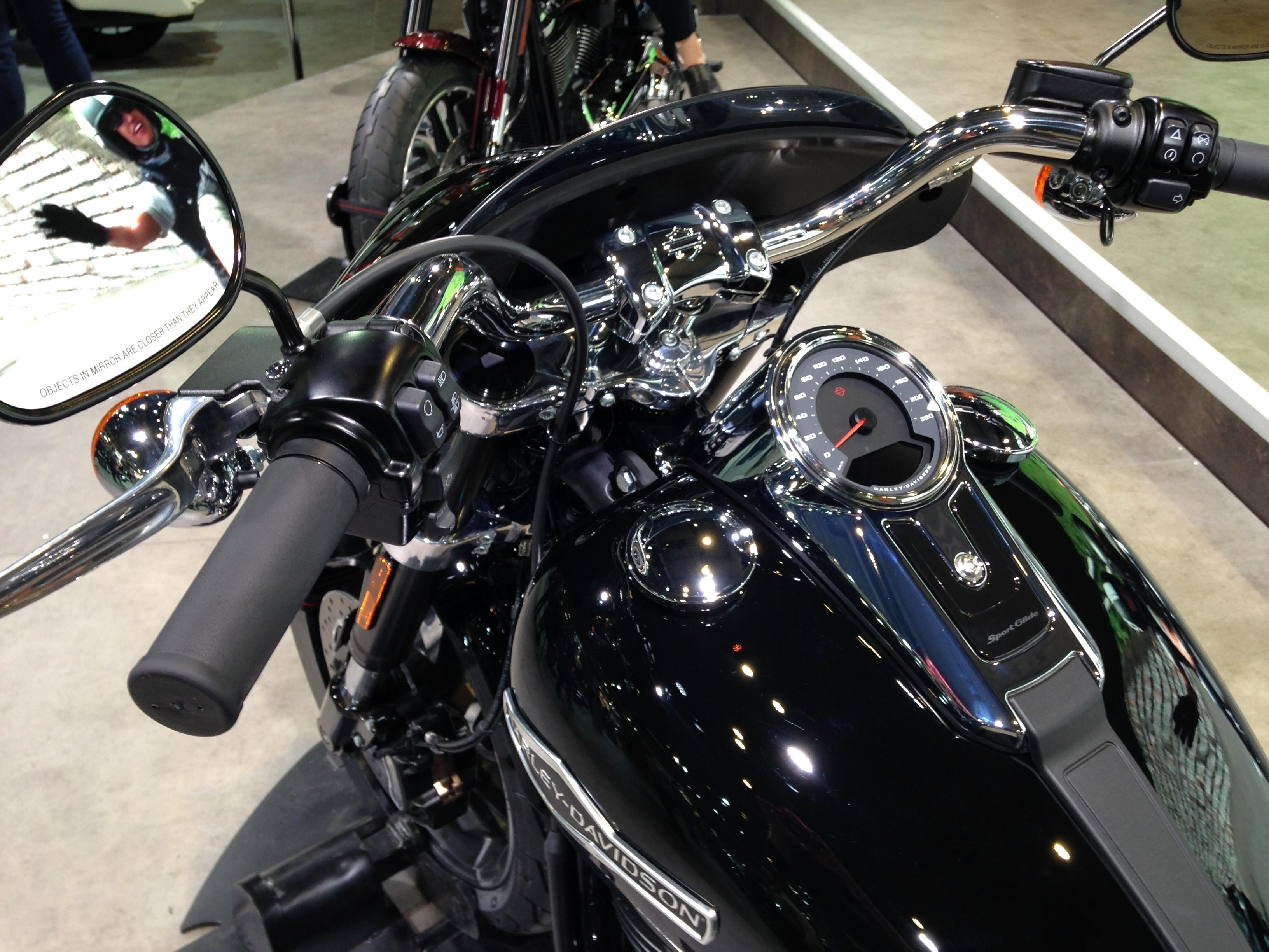 Connu de Milan 2017 en direct : Harley Davidson Sport Glide PI51