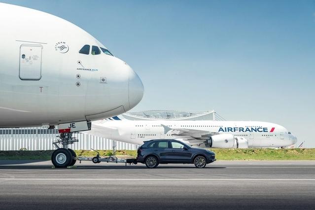 Le Porsche Cayenne réussit à tracter un Airbus A380
