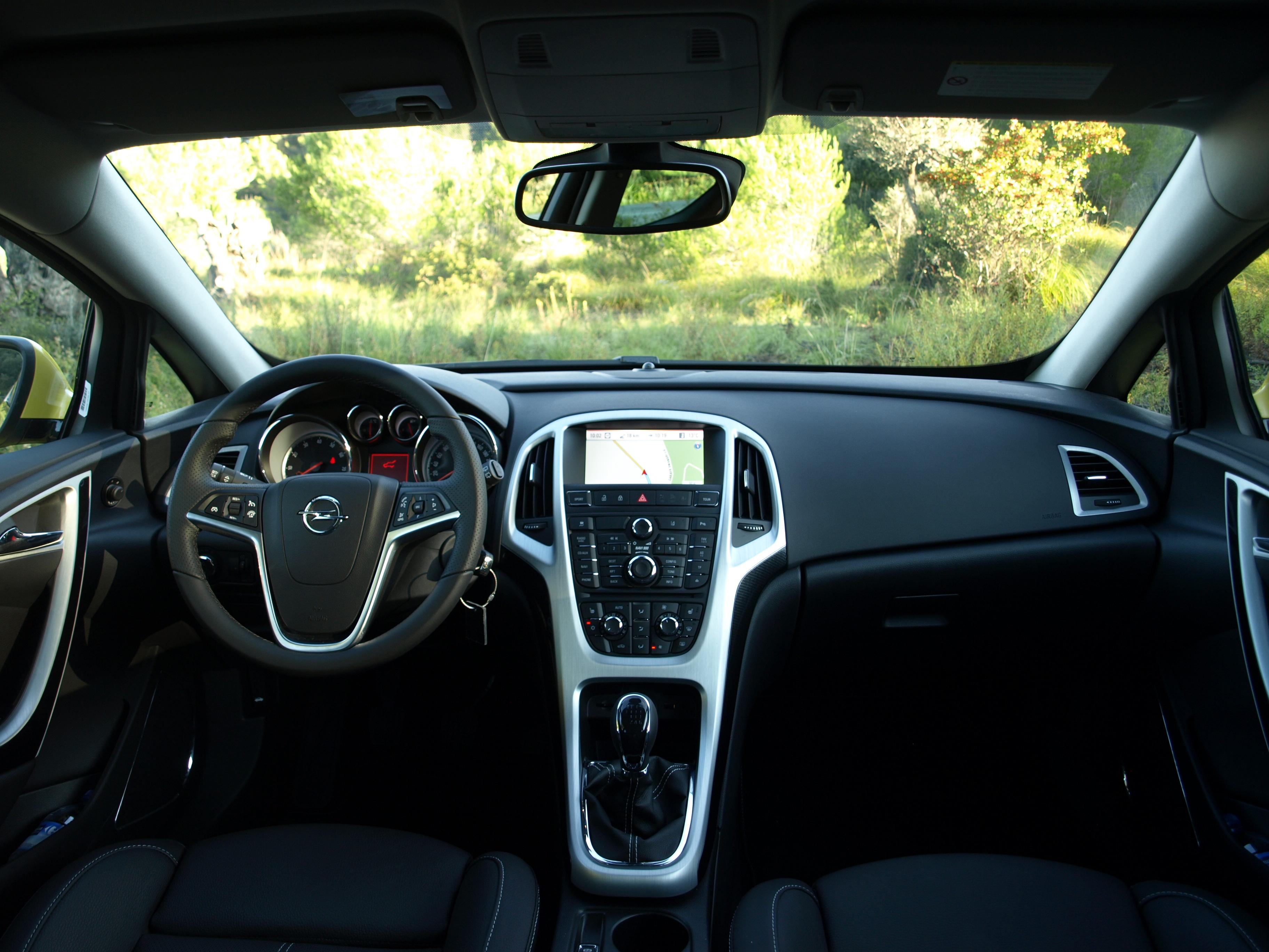 Essai vid o opel astra gtc le sens de la trajectoire for Opel astra f interieur