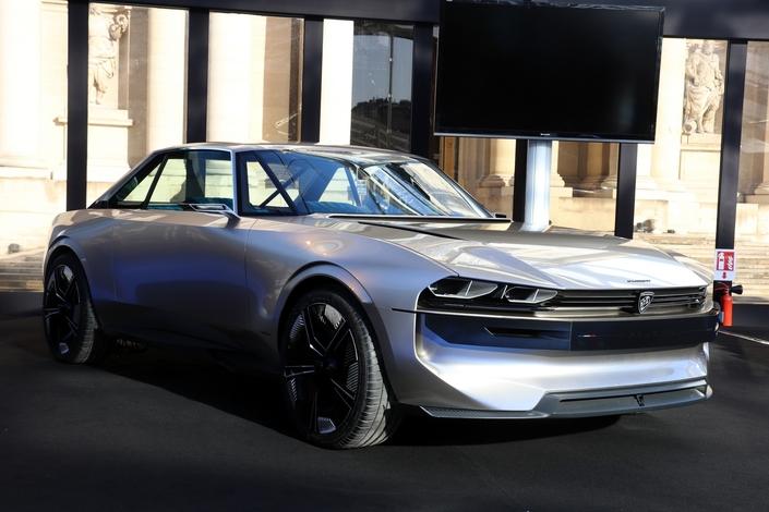 Après le Mondial de l'automobile en octobre, la Peugeot e-Legend concept s'expose à nouveau à Paris.
