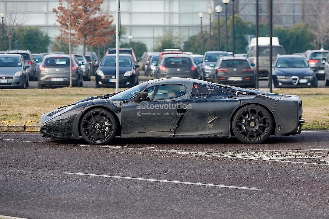 http://images.caradisiac.com/images/4/0/7/1/84071/S0-Surprise-la-Ferrari-F150-sort-moins-habillee-283935.jpg