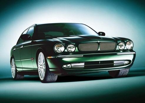 Une Jaguar hybride signée Lotus Engineering !