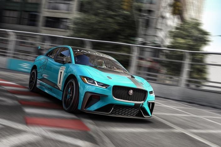 Aujourd'hui, Seul Jaguar a décliné son i-Pace dans une version de course dénommée i-Pace eTrophy.