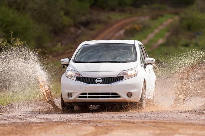 """Nissan dévoile la peinture """"repousse-tout"""""""