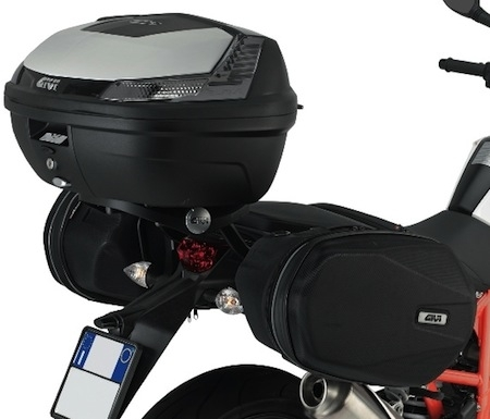 Givi équipe pour le voyage la KTM 690 Duke