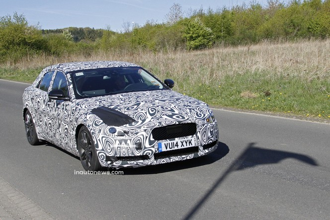 Surprise : la future Jaguar XE était au Nürburgring