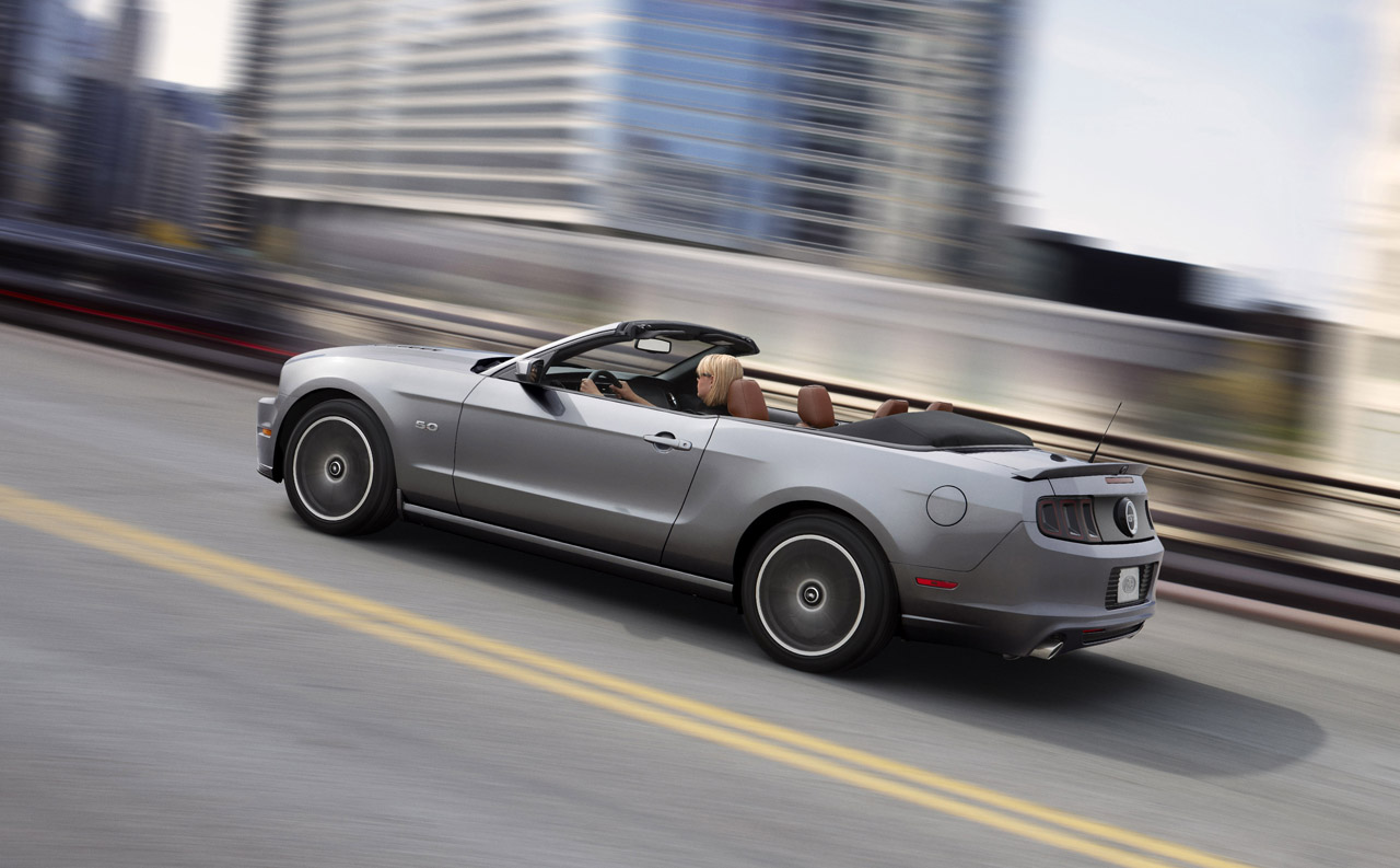 http://images.caradisiac.com/images/4/1/2/4/74124/S0-Los-Angeles-2011-restyling-pour-les-Ford-Mustang-et-Boss302-244921.jpg