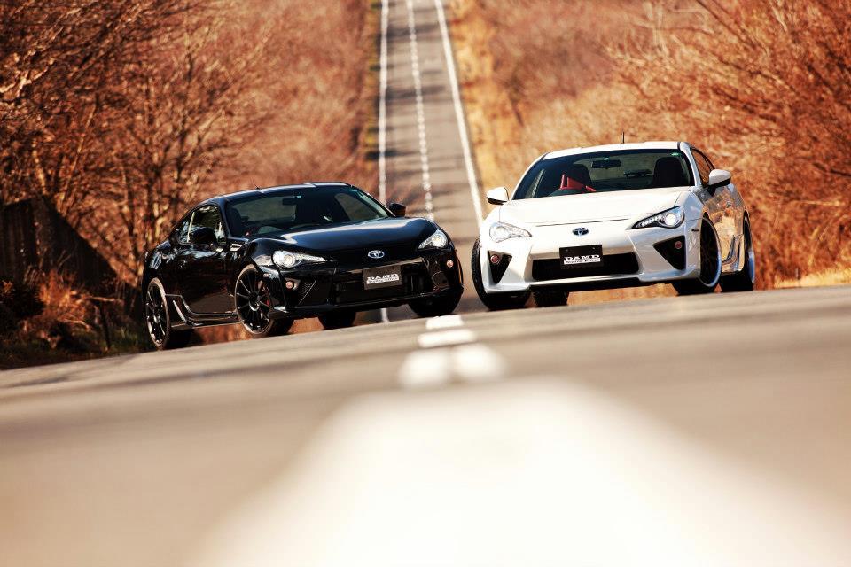S0-Insolite-une-Toyota-GT86-qui-se-prend-pour-une-LFA-284020.jpg