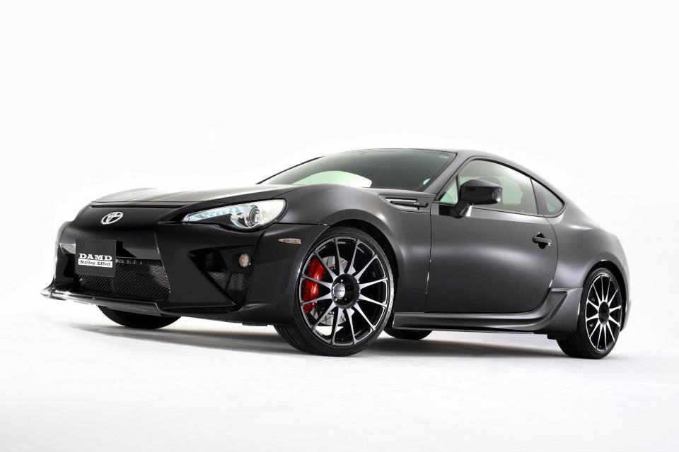 S0-Insolite-une-Toyota-GT86-qui-se-prend-pour-une-LFA-284023.jpg